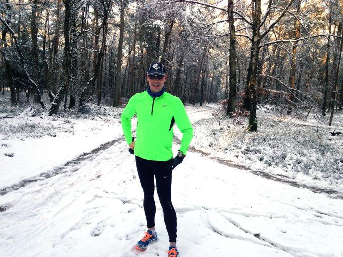 Heerlijk in de sneeuw lopen op de vierde kerstdag over het parcours van de derde kerstdagloop