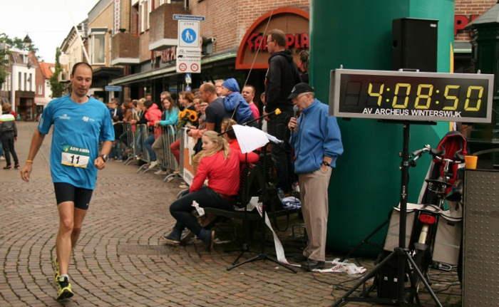 De finish van een zware marathon. Nr. 35 zit in de pocket! - Foto: organisatie Marathon Winterswijk