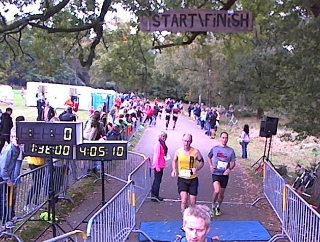 Finish in een mooie negatieve split - Foto: organisatie Hoge Veluwe loop