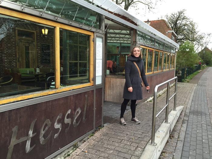 Even stoppen bij het café van Hessel in Hoorn