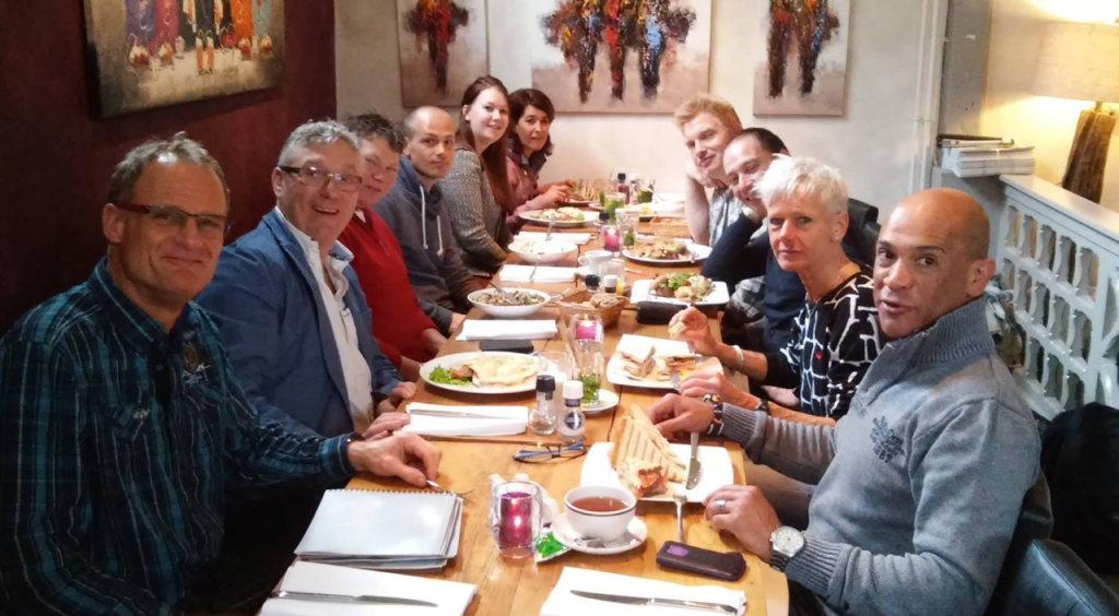 Aan tafel met Mr en Mrs. Marathon Leiden - Foto: Rinus