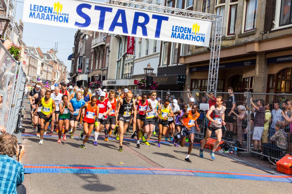 Start van de Marathon - Foto: Jannie C De Groot