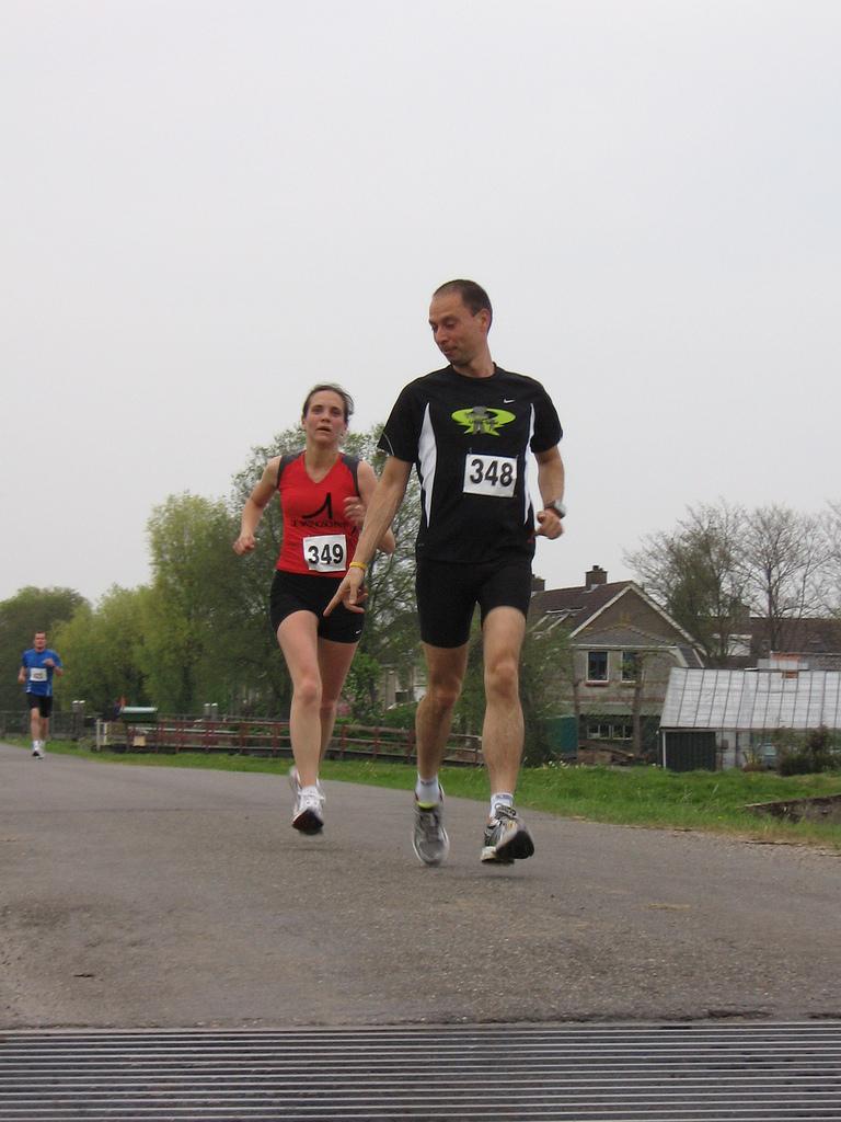 Oranjeloop ter aar met dankbaar haaswerk for Terrace jogging track