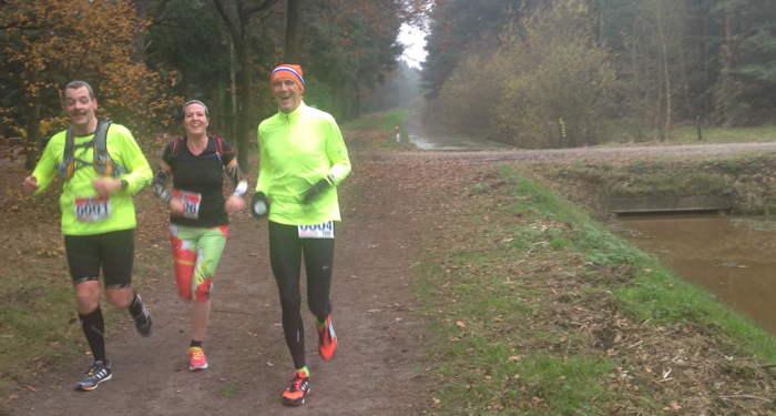 Gezellig onderweg, hier Sheila, bezig aan haar eerste marathon. Respect om gelijk zo'n zware te doen.