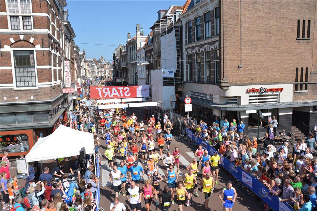 De twee blauwe shirtjes vlak na de start -  Foto:  Emile van Aelst en Johans Kranenburg