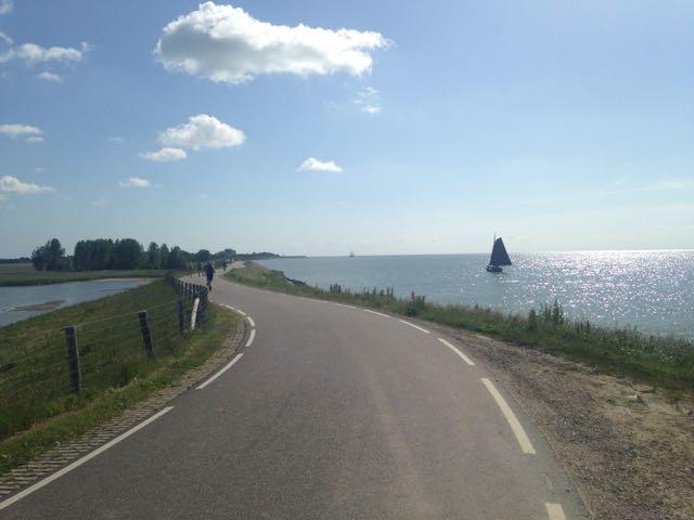 Langs het IJsselmeer kilometers wegtikken