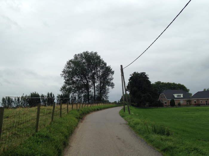 De Hekendorpsebuurt waar stroomkabels nog aan de palen hangen