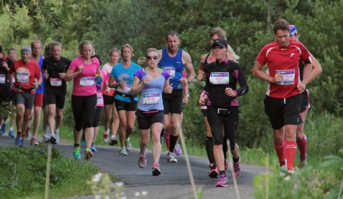 Merit onderweg in haar halve marathon - Foto: Nico Altenburg