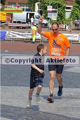 Finish van 42 hete kilometers - hier samen met Fedde