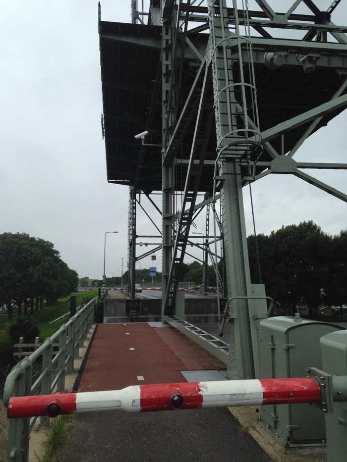Je hebt altijd wel een brug tegen in Alphen aan den Rijn