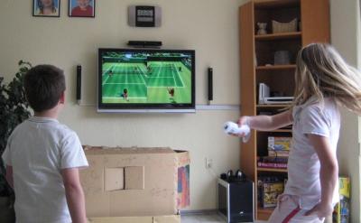 Michelle en Wouter aan de Wii